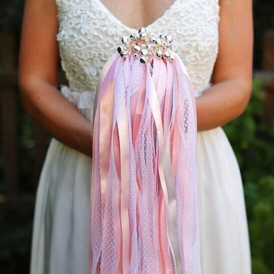 Wedding Wands Ein Wundervoller Brauch Nach Der Trauung Hochzeit Stabe Trauung Blumenmadchen Kleid