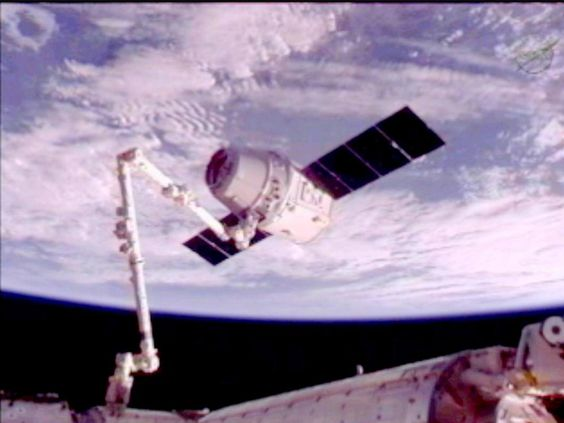 Dragon Becomes First Commercial Spacecraft to Attach to the Space Station