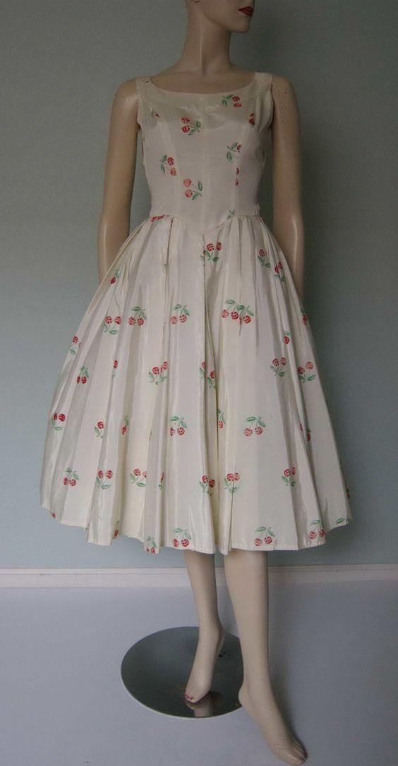Adorable 1950s Novelty Print Taffeta Dress // by KittyGirlVintage