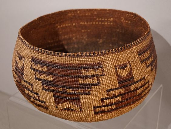 Beautiful 1930 HUPA Klamath California Indian Polychrome Storage Basket