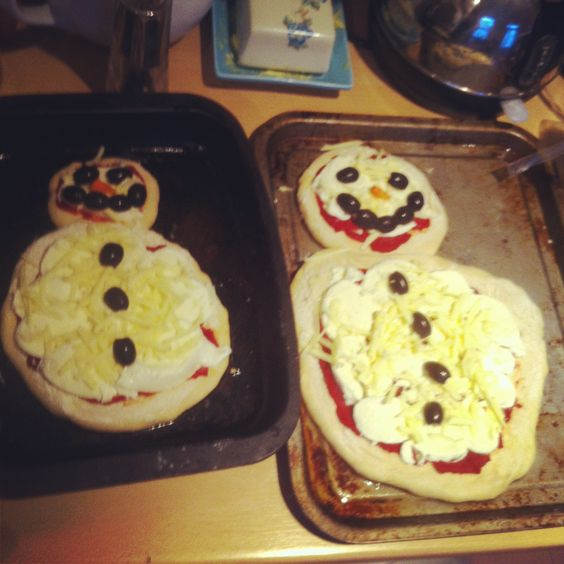 Snowman Pizza - didn't use ranch dressing as the other pin suggested as my kids wanted the usual tomato purée. Used too much mozzarella so the olives floated apart in the oven. Made two as we're greedy.