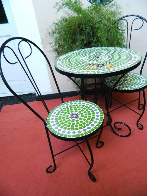 Mesa y sill n exterior hierro y venecitas en for Mesas y sillas para patios