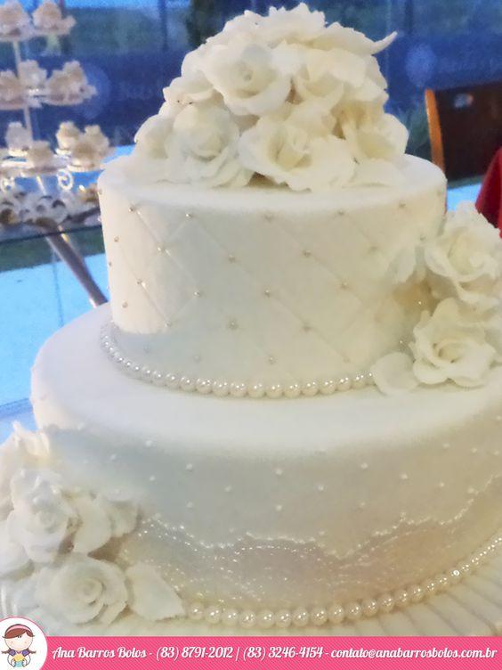 Um charme especial ao Bolo de Casamento da Ana Barros Bolos com este céu azul de fundo...