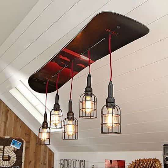 Lustre Design Avec Snowboard Recycle Decor De Lodge De Ski Decor Ski Et Maison D Hiver