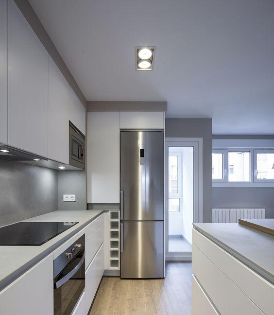 Cocina en vivienda íntegramente reformada por Natalia Zubizarreta