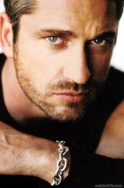 oh Gerard Butler you are sexyy(: