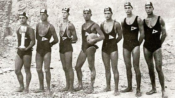 "Os jogadores da ""Pomorski Sportski klub Baluna "" de divisão em 1923. A partir de LR: Ozanic, Roje, Z.Mirkovic, Pilic, M.Zezeij, D.Zeze"