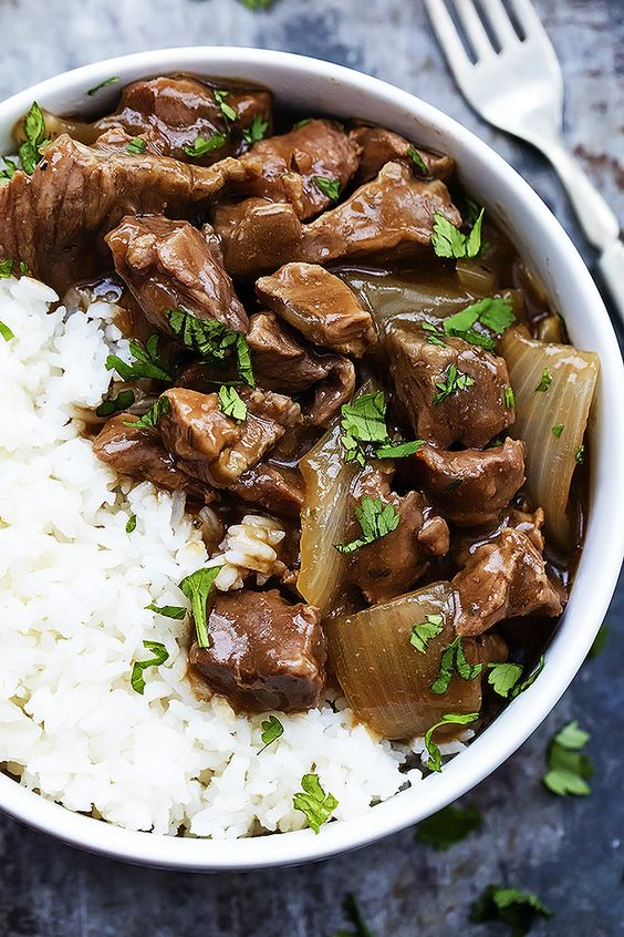 Slow Cooker Beef on Rice - Savory beef and gravy slow cooked to tender perfection and served over rice! | Creme de la Crumb