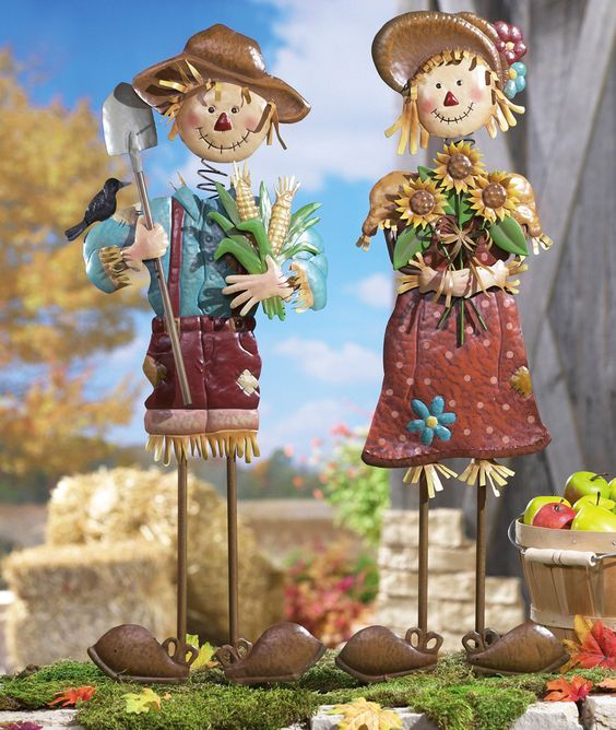 Seasonal fall yard art scarecrow couple 29 metal for Animated scarecrow decoration