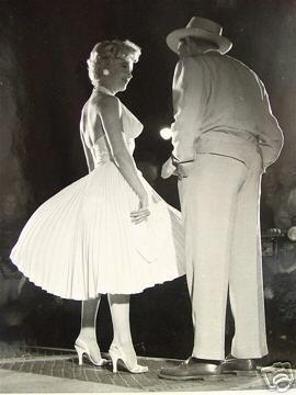 15/09/1954 NYC - Sur le tournage de The Seven Year Itch scène 11 - Divine Marilyn Monroe
