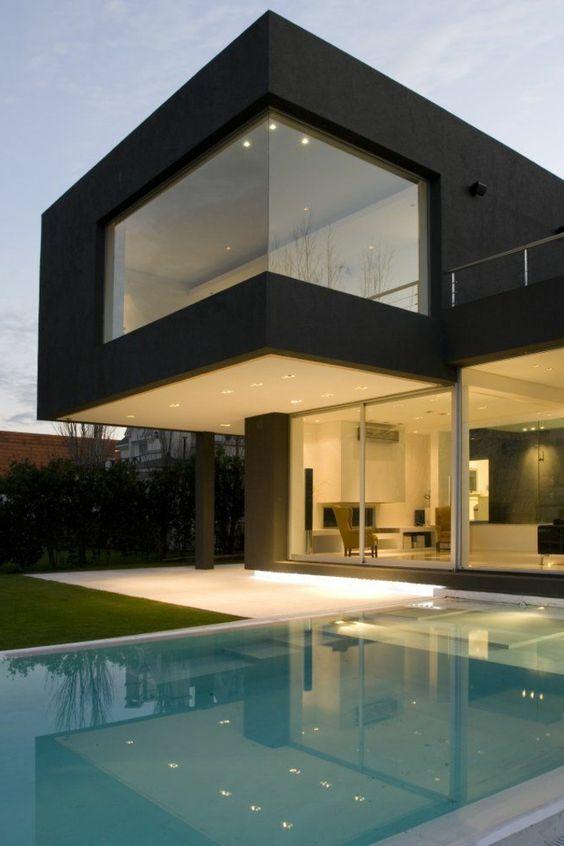 jolie maison de luxe avec une piscine d'extérieur