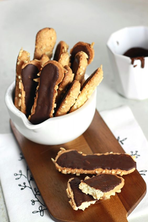 Biscuits succès {Les bâtons de Maréchal} - Almonds and Chocolate Biscuits The Happy Cooking Friends