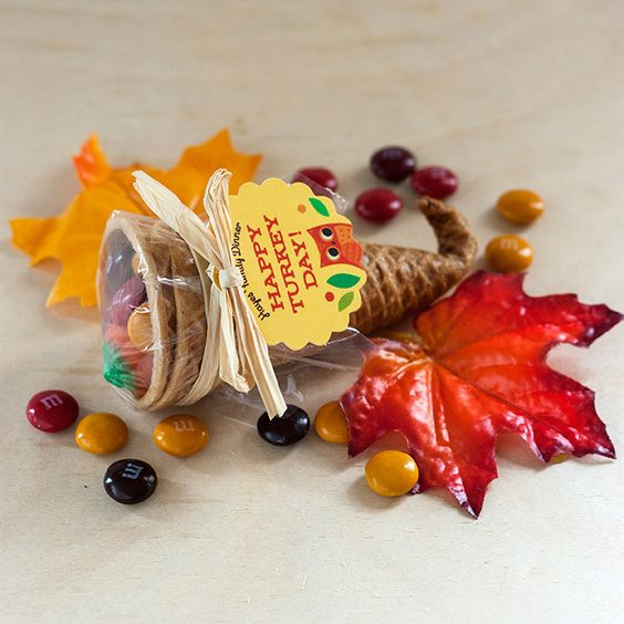 DIY: Cornucopia Candy Favors #thanksgiving #kids