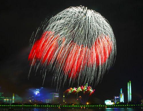 Hình ảnh tuyệt đẹp tại lễ hội pháo hoa
