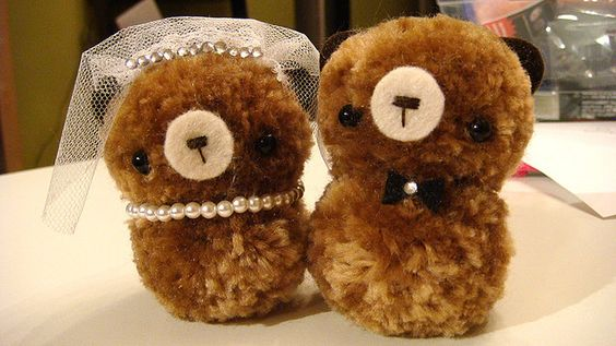 Pom Pom Wedding Teddy by Harugurumi, via Flickr