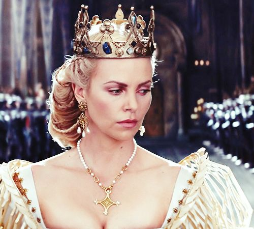 Charlize Theron Snow White Makeup Charlize Theron as Que...