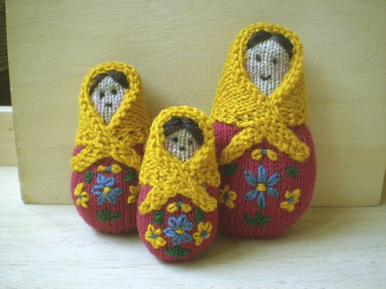 Knitting Pattern Russian Doll : Amigurumi Matryoshka Russian Dolls - FREE Knitting Pattern ...