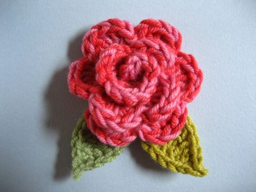 Small Rose Flower Crochet Pattern : Roses, Crochet roses and Crochet on Pinterest