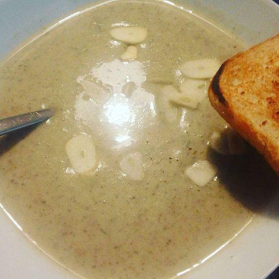 Vegane Knoblauchcremesuppe <3  schmeckt besser als sie aussieht *.* #vegan #food # veganfood #veganesessen #veganfoodporn #plantbased #garlic #knoblauch  Yummery - best recipes. Follow Us! #veganfoodporn