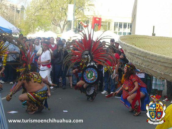 """TURISMO EN CIUDAD JUAREZ. ¿Sabes quiénes son los matachines? Es una sociedad del norte del país, especialmente Ciudad Juárez y Chihuahua que acostumbran a realizar sus danzas rituales. La danza de los Matachines se explica de acuerdo a la tradición oral, como """"la danza de los moros y cristianos"""" y fue el primer baile de máscaras introducido por los españoles. #visitachihuahua"""