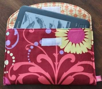 :: Free Kindle Cover Pattern :: Thinking of getting a new Kindle ? Well, I just got a new Kindle and I am so excited. This is my first Kindle and I am amaz