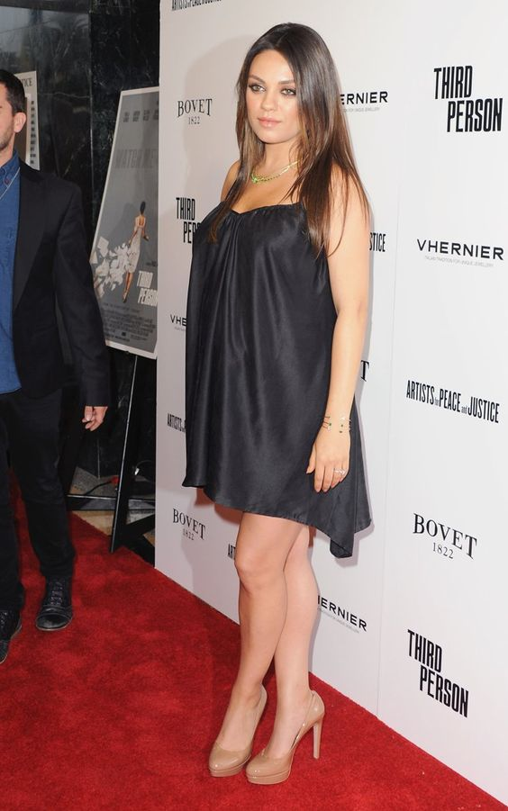 Pin for Later: Mila Leaves Ashton at Home to Bring Her Baby Bump to the Red Carpet