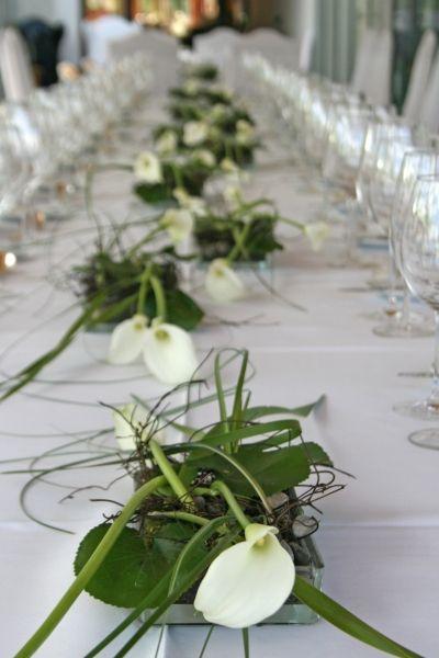 Tischdekoration flower arrangements pinterest calla for Tischdekoration silberhochzeit bilder