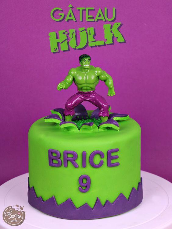 Il est grand, fort et vert, c'est… c'est… ? C'est l'incroyable Hulk bien sûr. Découvrez le tuto gâteau en pâte à sucre Hulk sur le blog.