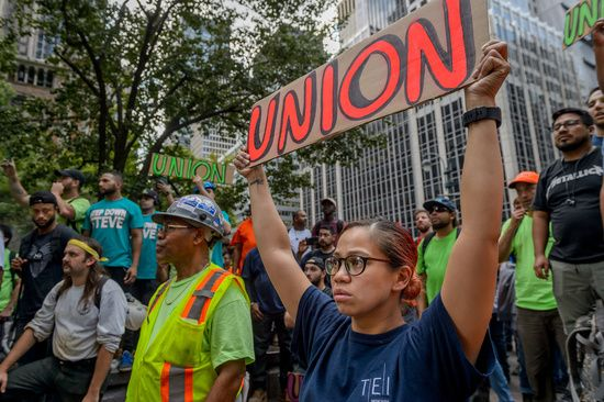 Fifty Union Workers Committing Civil Disobedience Were Arrested Outside The Nfl Headquarters In Manhattan After Thousands Of Unioni Nfl Headquarters Nfl Worker
