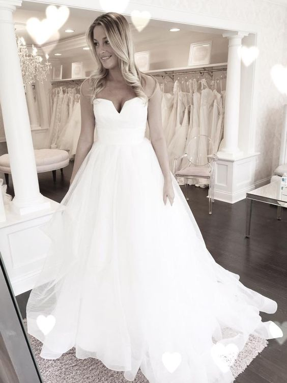Our latest Hayley Paige obsession 'Esther' this time without the beaded harness! The most amazingly light and dreamy organza ball gown we've ever laid eyes on! <3