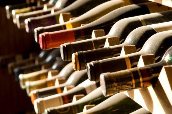 Nuestra Cava de vino cuenta con 240 etiquetas de vinos Nacionales e Importados.  //  Our wine cellar has over 240 wine labels, national and international.   #DeCortezRestaurant by Sheraton Hacienda del Mar