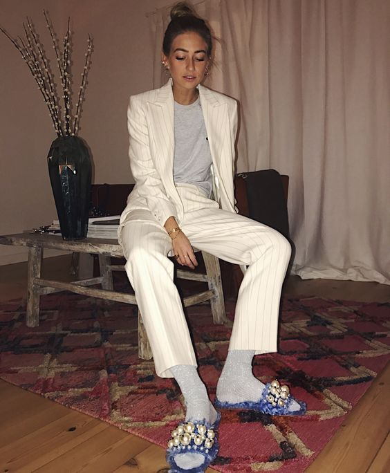 Suit and slippers – Emili Sindlev