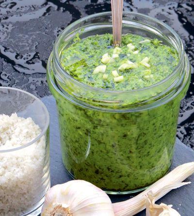 Pesto aus Grünkohl, Petersilie