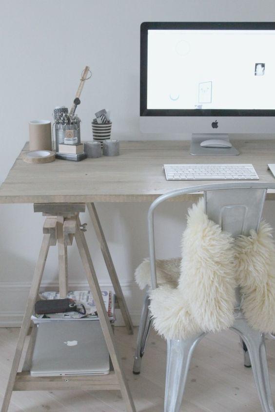 Met een bontje op je Tolix stoel kom je achter je bureau de winter wel door.