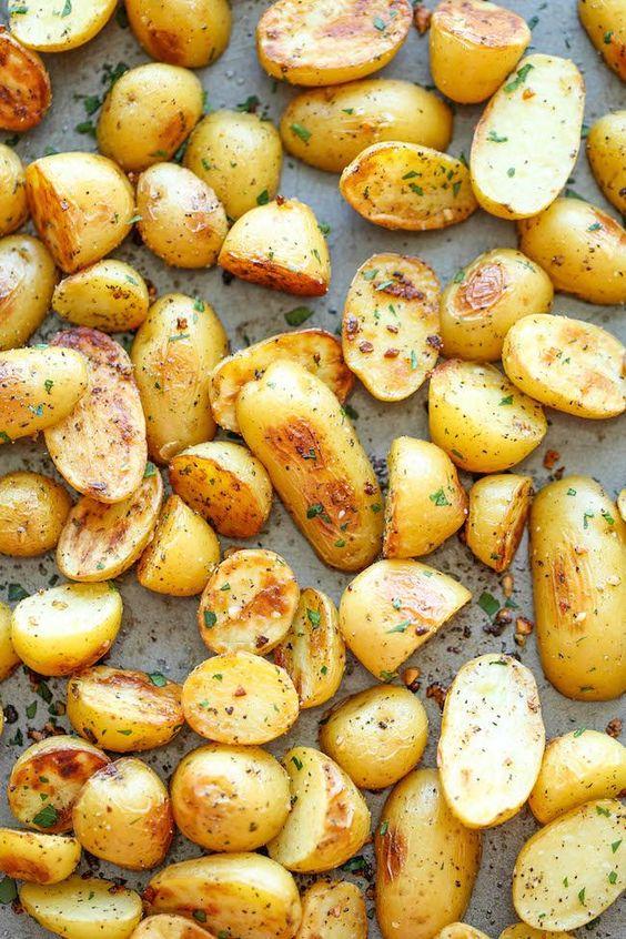 Ail Ranch Pommes de terre - Le meilleur et le plus facile à pommes de terre rôties à l'ail et ranch.  Après cela, vous ne voudrez plus jamais pommes de terre rôties toute autre manière!