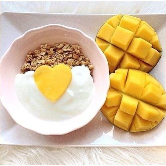 How adorable is this fruity yogurt & granola breakfast?!