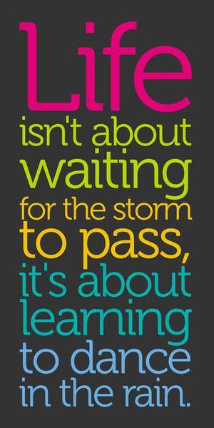 """""""La vie, ce n'est pas d'attendre que la tempête passe, mais d'apprendre à danser sous la pluie"""""""