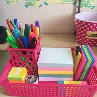 Porta-objetos materiais escolares canetas e post-its