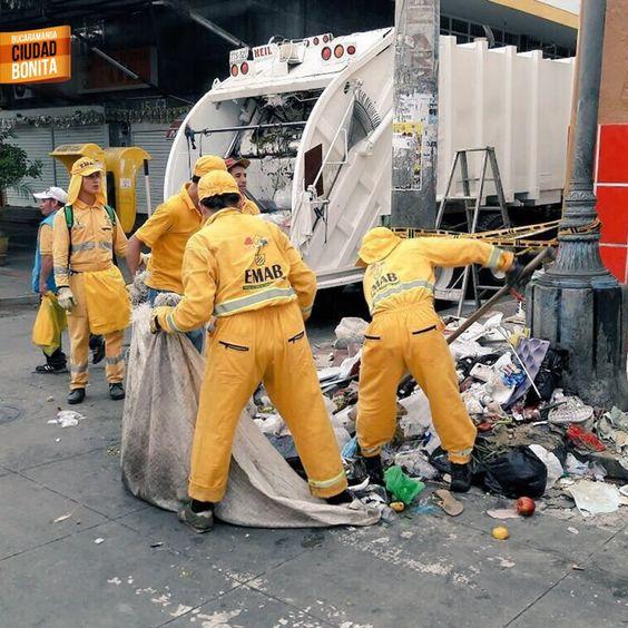 Excelente jornada de limpieza en la Plaza de Mercado Central. Gracias @EmabEsp por la foto y la info #bucaramangabonita
