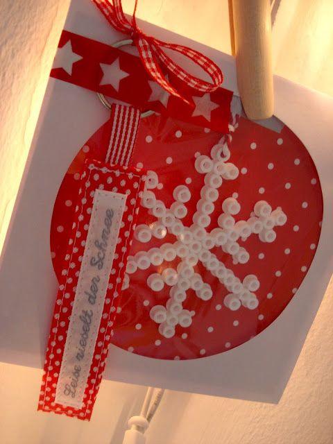 Bügelperlen-Schneeflocken in CD-Hüllen