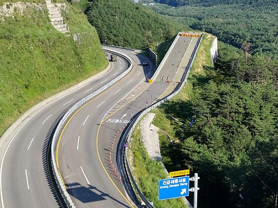 Misiryeong Penetrating Road, Gangwon Province, Korea - Emergency escape ramp on Misiryeong Penetrating Road, located at the middle of a downhill before Tollgate. It enables vehicles that are having braking problems to safely stop. | 미시령관통도로 긴급제동시설