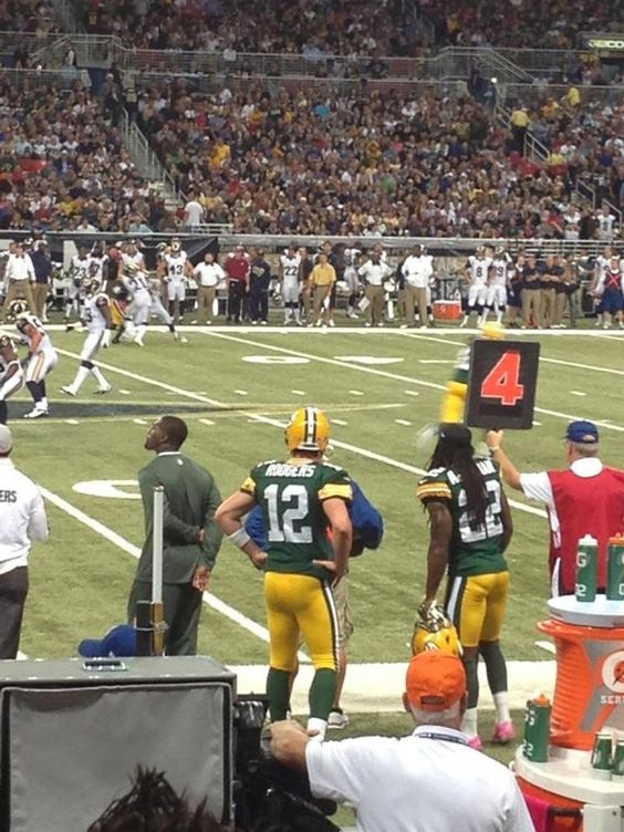 I snuck down and took a quick pic of Aaron @ Sunday's game. Thank God for zoom! :)