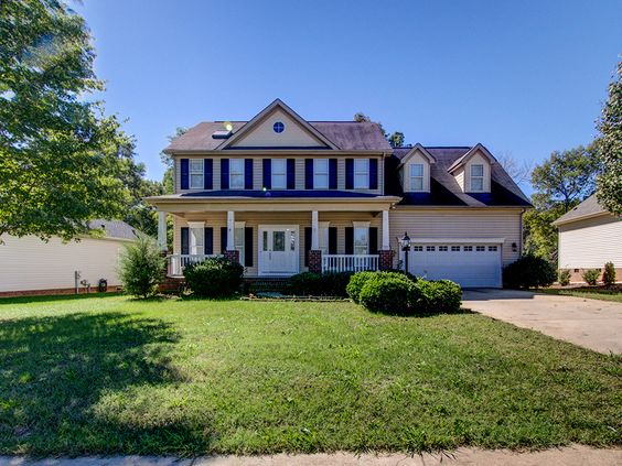 NEW LISTING IN THE CASTLE CLIFF AREA IN MATTHEWS! 4BD, 2.5BA, 2,706 Square Feet - $250,000 http://lorilord.com/8510-castle-cliff-drive-matthews-nc-28105/ #CLT #CharlotteNC