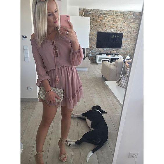Instagram media by c.c.2013 - ..mit einem #latergram von letzter Woche wünsche ich euch einen guten Start in die neue Woche 🤗😘 ..was bin ich verliebt in dieses Kleid 🙊😍🙏🏻 so schön leicht und diese Farbe .. 😍😍😍 Altrosa-  soooo toll 🤗👌🏻 ganz aktuell von @saboskirt 💞 wie findet ihr es? 💋💋💋 #outfitpost #saboskirt #dress #rosadress #asos #asosheels #louisvuitton #lvfavouritepm #coco #cocolicious