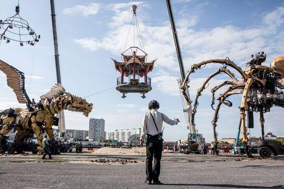 Calais, dimanche 26/06, scène finale sur le bassin ouest. Plus de 50 000 personnes. Nous remercions de tout coeur les calaisiens pour leur présence et leur accueil exceptionnels.