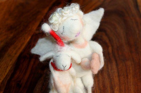 träumender Weihnachtsengel mit Wolke, gefilzt von Frau Brunsels Filz auf DaWanda.com