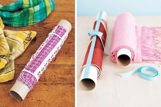Para que no se arruguen las bufandas o pañuelos en la valija. Enrollarlos alrededor de un tubo de cartón de papel de cocina