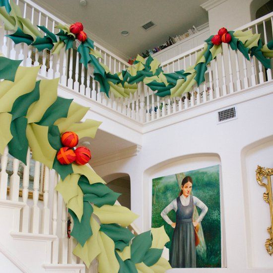 Learn how to make a beautiful holly and berry paper garland for your home for Christmas with an instructional video.: