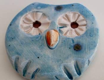 Pregadeira em cerâmica vidrada - mocho azul