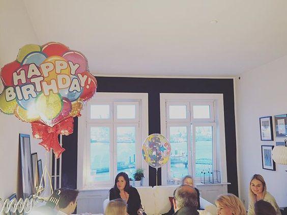 Was für ein wunderbarhafter Abend - so blessed ️ Und hiermit auch nochmal Danke für all die herzlichen Glückwünsche über diesen Channel!Ich freue mich so sehr über die lieben Worte ️ DANKE!️  #30 #ballon #ballons #birthday #birthdaygirl #blessed #celebration #danke #decor #decoration #family #friends #going30 #goodtimes #Hamburg #happybirthday #hh #home #homeinspo #interior #love